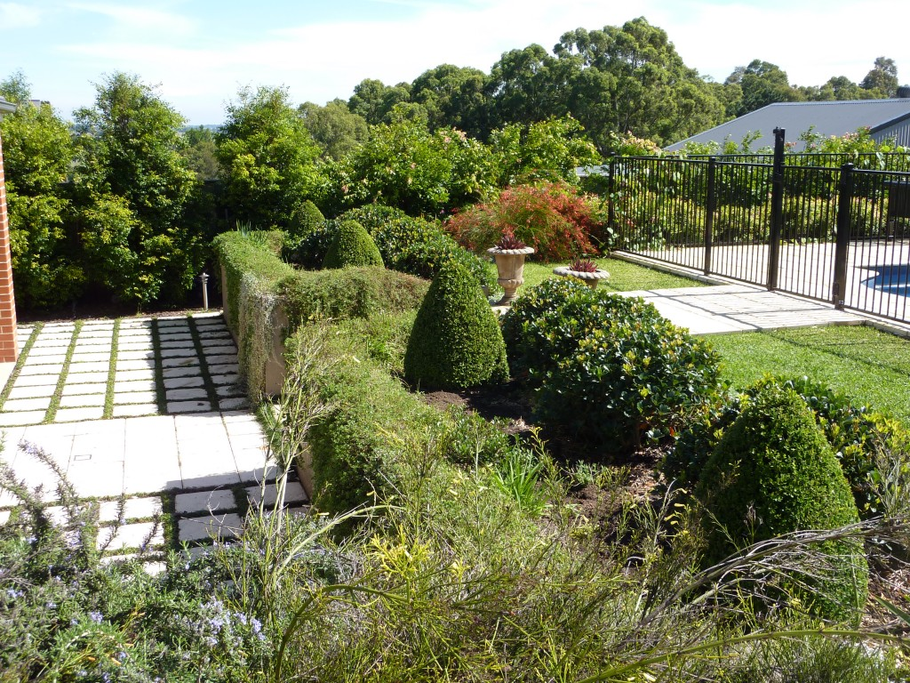 Austin garden retaining wall bed horticulture pacific for Garden design newcastle
